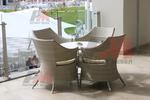 Мебели от светъл ратан