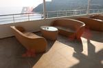 Екзотични маси и столове от светъл ратан