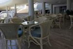 Мебели маси и столове ратан бежови